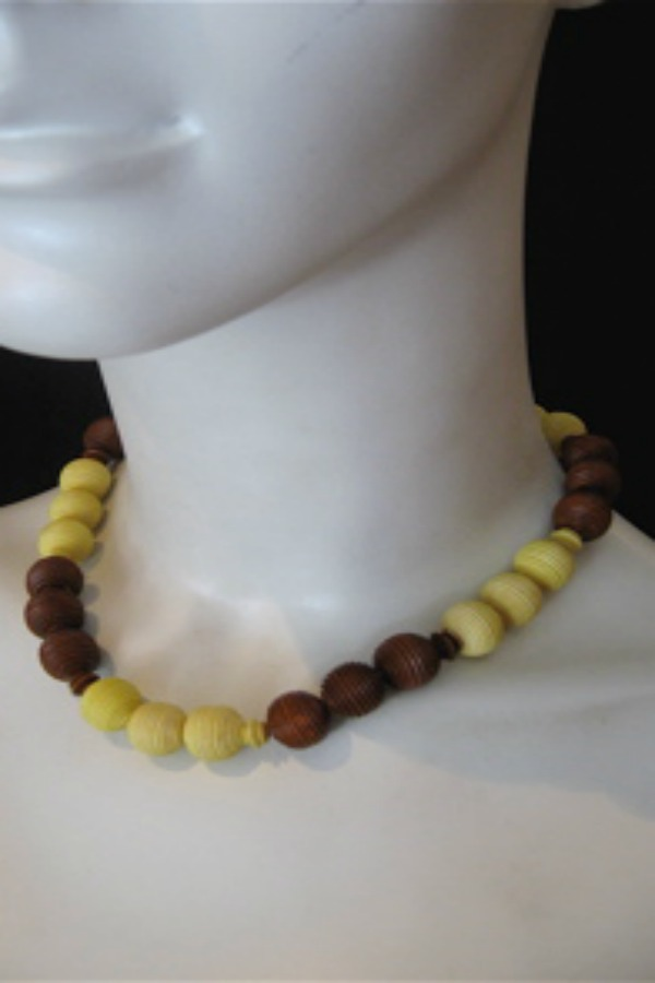 Early era 30s to 40s bakelite necklace