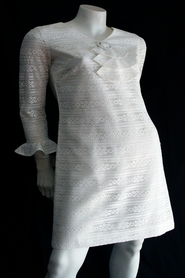 Vintage 1960s white lace shift dress